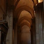 Columnas y arcos en nave lateral