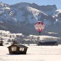 Vol en Vercors (yom1) Tags: ballon vol montagne cabane house mountain alpes alps montgolfière hotairballoon alpen neige snow schnee winter hiver sun yom1 canon europe france french auvergnerhônealpes rhonealpes isere isère vercors lansenvercors villarddelans boisnoir neiges plainedelans eos6dmkii 6dmarkii ef2470f4lisusm 2470