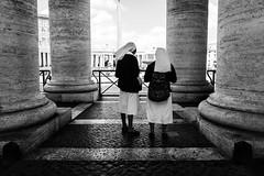 Vatican City 2018 (Lucio Frabotta) Tags: leicaq bw people leica streetphotography street streetlife italia italy blancoynegro photography summilux biancoenero monochrome blackandwhite couple noiretblanc monocromo monocrome mono