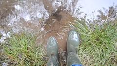 285 -- Wornout Hevea Dunlop in Mud -- Bottes Hevea Dunlop dans la Boue -- Gummistiefel im Schlamm (HeveaFan) Tags: rubberboots rubberlaazen 在泥里的靴子橡胶 kaplaarzen ゴム長靴 gummistiefel 威灵顿长靴 stiefel stivali stövlar ブーツ dunlop hevea aigle ripped wornout rainboots regenlaarzen wellies bottes wellworn caoutchouc galoshes wreckled trashed regenstiefel waterlaarzen soles tuinlaarzen loch leaky damaged trouée undicht versleten laarzen boots wellington kaput mud boue fertig riss gomma trou abgelatscht kaputt lek gumboots bottas vredesteinlaarzen vredesteinwellies vredesteinstiefel