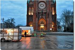 Shopping Time (r.wacknitz) Tags: bremerhaven grossekirche rainy reflection wintermood bluehour wet nikond3400 tamron1024 aurorahdr kirche gebäude architektur himmel