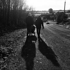 Siúlóid (Rhisiart Hincks) Tags: bw duagwyn iwerddon pushchair shadows countycork ireland gleannmaghair bugaí dubhisbán éire contaechorcaí scáthanna