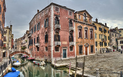 Campo dei Frari (Jan Kranendonk) Tags: venice venetian italy italian europe european buildings city town architecture travel water canal street alley narrow small little houses home boats hdr venezia old historical sky cloudy clouds bridge townsquare plaza piazza ngc