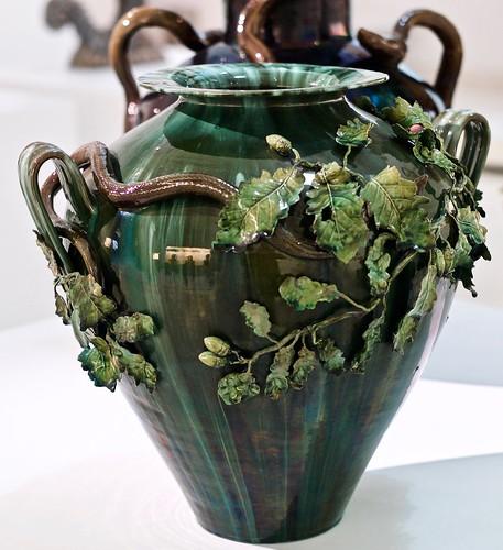 """Oak trees branches"" [""Ramos de Carvalho""] Vase (undated) - Rafael Bordalo Pinheiro (1848 - 1905)"