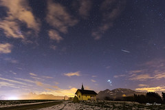 Pendant l'éclipse... (MarKus Fotos) Tags: champeillant chablais hautesavoie hiver gavot feternes france étoiles etoiles ciel sky stars church chapelle astéroide