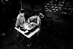 000895 (la_imagen) Tags: türkei turkey türkiye turquía pavli pavlipanayırı pavlids2018 fair kirmes pelivanköy sw bw blackandwhite siyahbeyaz monochrome street streetandsituation sokak streetlife streetphotography strasenfotografieistkeinverbrechen menschen people insan