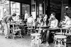 Love is in the air... (mouzhik) Tags: 1500sf8iso3200 m10 eosm10 canon efm22mmf2stm 22mm canonefm22mmf2stm prime pancake мужик moujik mouzhik muzhik zemzem mujik paris parís 파리 париж 巴黎 парыж פריז pariisi パリ párizs parîs باريس parys parizo парис paryż παρίσι پاریس parijs photoderue photographiederue strasenfotografie streetphotography צילוםרחוב yличнаяфотография ストリートスナップ стритфотография تصويرالشارع fotografiadistrada fotoderua fotografíacallejera noiretblanc nb schwarzweis monochrom blackandwhite bw monochrome blancoynegro blanconegro biancoenero bianconero terrasse terrace terraza terrazza террaса terraço taras loveisintheair