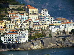 DSCN2412 (alainazer2) Tags: amalfi italia italie italy mare mer sea eau acqua water bâtiment building architecture