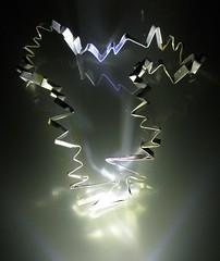 zigzag_02 (fotosonic73) Tags: aluminium verre led lumière réflexion pliage sculpture