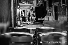 empty places ... (andrealinss) Tags: italia italien italy venedig venezia venice emptyplaces schwarzweiss street streetphotography streetfotografie bw blackandwhite andrealinss 35mm availablelight