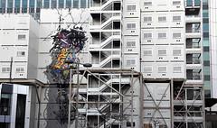 Chantier, street art, modules et escaliers provisoires (Sokleine) Tags: escalier stairs modules chantier streetart fresque algeco provisoire paris 14 75014 1mois 1thème france montparnasse