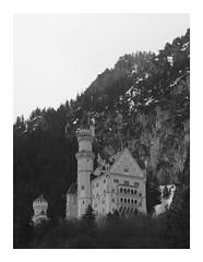 fairytale castle (Nicky Hauptmen) Tags: castle royal neuschwanstein black white ludwigii king schwangau bavaria mountain schlossneuschwanstein schloss schnee schlos berg schwarz weis bayern königludwigii deutschland tourism touristen