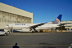 United Airlines first Airbus. 1993 A320 N401UA c/n 435 at San Francisco Airport 2019. (planepics43) Tags: unitedairlines unitedexpress sfo sfoov sanfranciscoairport airbus 320 319 n401ua 435 airport aviation aircraft airplane maintenance landing boeing 787 747 737 777 767 757 deltaairlines americanairlines southwestairlines claytoneddy 17crossfeed tower taxi livermoreairport
