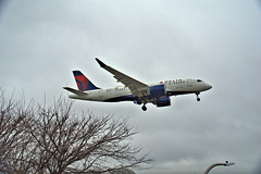 Delta A220-100 (00flyer) Tags: ny nyc newyork newyorkcity queens lgaairport airline aircraft deltaairlines airbus a220 a220100 aviation aviationgeek airplane airbusa220 airbusa220100 n102du lga laguardiaairport
