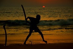 Hit (Zoom58.9) Tags: sky sun sunset ocean sea water wave people human sport asia himmel sonne sonnenuntergang meer wasser wellen asien beach strand canon eos 50d menschen