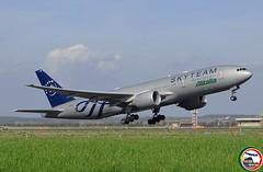 BOEING 777-243ER EI-DDH (Rome Aviation Spotters) Tags: theboeingcompany skyteam alitalia b777family