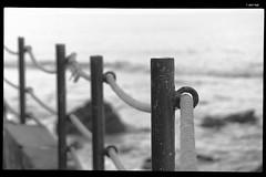 IMG_8424 (anto-logic) Tags: dof profonditàdicampo focus bokeh mare autunno biancoenero blackandwhite bw bn natura caldo sole tirreno italia toscana sabbia spiaggia spruzzi onde splashing waves litorale bello azzurro acqua chiara luce rosso steccato bianco fence white barca boat blue libertà libero sea hot autumn nature sun italy tuscany coast beautiful sand sandy stairs beach water clear light red freedom free nice pretty lovely gorgeous fabulous wonderful fune rope gomena hawser pov pointofview puntodivista eos canon