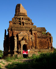 There had been earthquakes in the Bagan area (Claire Backhouse) Tags: myanmar yangon rangoon burma bagan archaeology architecture monument buddhism buddhist religion culture bluesky clear air