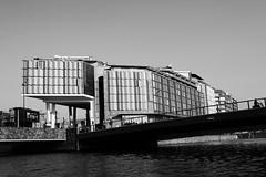 Amsterdam2014_202 (schulzharri) Tags: amsterdam holland niederlande netherlands europ europe flus river water building house haus sun sonne sky himmel blau blue architektur