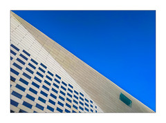 La diagonale bleu (Jean-Louis DUMAS) Tags: bâtiment building londres london artistique frame abstrait abstraction abstract artistic art architecte architectural architecture architect lignes géométrique diagonale bleu sky bluesky blue ciel bordeaux