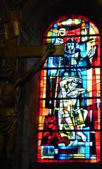 Blois, Loir-et-Cher: église Saint Nicolas, chapelle Saint-Laumer. Vitrail de Pierre Gaudin (chapelle Saint-Laumer) «Saint Laumer guérissant un possédé» (Marie-Hélène Cingal) Tags: france centrevaldeloire loiretcher blois 41 baznīca église kirik iglesia church chiesa bažnyčia kirche kostol eliza bloie centre