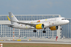 "Vueling Airbus A320neo EC-NAJ ""we love places"" (gooneybird29) Tags: flugzeug flughafen aircraft airport airplane airline muc airbus a320 vueling ecnaj"