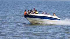 Planeando sobre el agua... (Andres Bertens) Tags: 6619 6592 olympusem10markii olympusomdem10markii olympusm40150mmf4056r olympus mzuiko digital ed 40150mm rapel