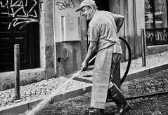 Lissabon Gente de Lisboa 156 bw (rainerneumann831) Tags: bw blackwhite street streetscene ©rainerneumann urban monochrome candid city streetphotography blackandwhite mann lisboa lissabon gentedelisboa