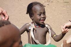 El corro de la patata (KRAMEN) Tags: girl etiopía portrait funny