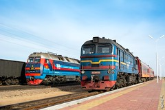Old & new locomotives... (N.Batkhurel) Tags: season spring station locomotive 2m62m 2te25km railway railfan trains trainspotting transport mongolia monrailpic ngc nikon nikond5200 nikkor 24120mm diesellocomotive