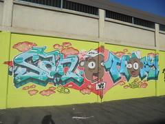 hip hop don't stop (en-ri) Tags: sano teory ntk nero rosso bianco azzurro ragazzi boys teste heads torino wall muro graffiti writing