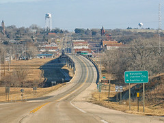 Approaching Marysville, 29 Dec 2018 (photography.by.ROEVER) Tags: kansas trip roadtrip december 2018 december2018 road highway drive driver driving driverpic ontheroad marshallcounty marysville us36 us77 ushighway36 highway36 eastbound junction bigblueriver bridge unionpacificrailroad usa