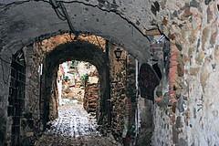 arte Bussana vecchia (GIASTE) Tags: paese abitazioni arco vicolo artista