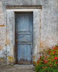 Puertas... (Irene Carbonell) Tags: puertas grazno uruguay uruguaynatural fachadas pueblosconencanto nikon 50mm