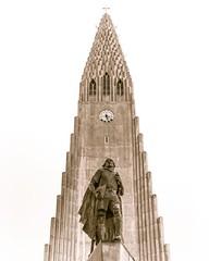 Hallgrimskirkja (josefrancisco.salgado) Tags: apple capitalregion hallgrimskirkja iceland reykjavik architecture arquitectura church iphone iphone8plus iglesia centralregion is