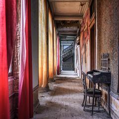 Melody for a staircase (Alexandre Katuszynski) Tags: urbex urbanexploration abandonedcastle chateauabandonné verlassen abbandonati luoghiabbandonati forgotten