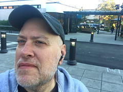 Day 2475: Day 285: @ University Village (knoopie) Tags: 2018 october iphone picturemail universityvillage doug knoop knoopie me selfportrait 365days 365daysyear7 year7 365more day2475 day285