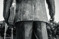 Hoffentlich auch gelesen --- Hopefully also red (der Sekretär) Tags: arm arme bein beine buch hand hände lavalletta malta mensch menschen rücken statue valletta arms book hands leg legs people person