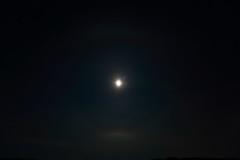 Moon halo_2019_01_18_0002 (FarmerJohnn) Tags: kuu kuutamo moonlight reflection heijastus haloilmiö halo moonhalo night yö talvi winter january tammikuu hanki snowfield lumi miljoonatimanttiahangella snow canoneos5dmarkiii canonef163528liiusm canon 5d markiii suomi finland valkola anttospohja juhanianttonen