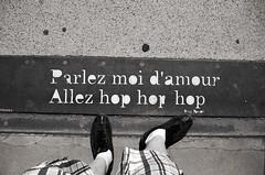 hop hop hop (Atreides59) Tags: lyon rhone rhône france pieds feet pied foot urban urbain pentax k30 k 30 pentaxart atreides atreides59 cedriclafrance black white bw blackandwhite noir blanc nb noiretblanc