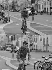 [La Mia Città][Pedala] (Urca) Tags: milano italia 2018 bicicletta pedalare ciclista ritrattostradale portrait dittico bike bicycle nikondigitale scéta biancoenero blackandwhite bn bw 118329