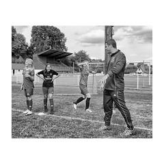 """ Girls'Training... "" (jcois.) Tags: pentax portrait streetportrait street regard blackwhite bw noirblanc monochrome urbain urban people personnes jcois streetphotographer rouen portraitderue soccer football"