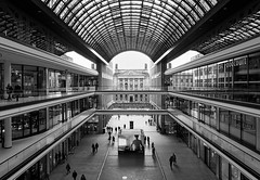 Mall of Berlin (chrisar676) Tags: berlin lightroom6 sonydscrx100m3 europa bundesrat architektur sw sony linien mallofberlin deutschland luminar3 europe germany architecture bw blackandwhite blackwhite schwarzweis