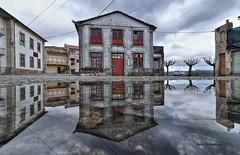 Castro Daire (cpscoa) Tags: canon portugal castrodaire bairro castelo reflexo espelho