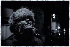 Prendre la lune (mifranc91) Tags: nikon d700 2485 monochrome street rue portrait noiretblanc bw blackandwhite belle chapka