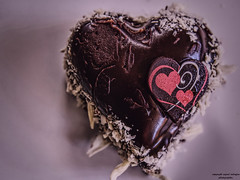 Süßes Herz (ingrid eulenfan) Tags: süsigkeiten süs torte cake herz heart schokolade chocolate kuchen makro shadesofbrown smileonsaturday