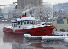 Winter Mississippi Boaters_57 (Scott_Knight) Tags: river mississippi minnesota wisconsin canon cold frigid scott knight red wing boat snow winter water smoke boater