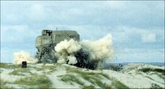 Sprengung eines Bunkers (hans der insulaner) Tags: bunker sprengung krieg war