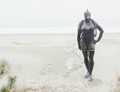 ...deine Spuren im Sand, lalalal! (Gabriela Brown) Tags: latex rubber gummi tauchen tauerin outdoor outside girl woman frau maske mask gasmaske schwimmflossen meer sand full enclosure strandmode fashion diving gear strand