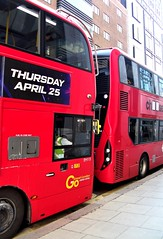 London Central EH115 on route 171 New Oxford street 13/04/19. (Ledlon89) Tags: e400h enviro goaheadgroup goaheadlondon bus buses london tfl transport central londoncentral holborn londonbus londonbuses